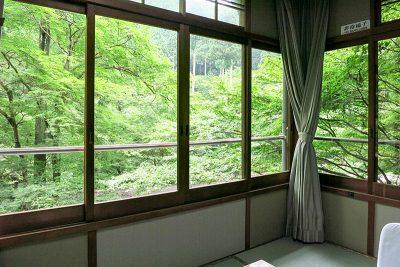 和室6畳 窓からの景色